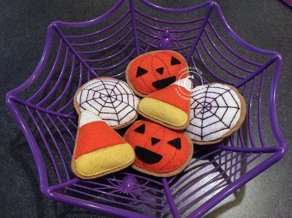 Galletas de fieltro para Halloween | Halloween Felt Cookies/Decorations. Usa estas lindas galletas para decorar tu hogar en este Halloween ;)  Ven a verlas aquí => https://www.etsy.com/listing/250085333/halloween-felt-cookiesdecorations?ref=pr_shop