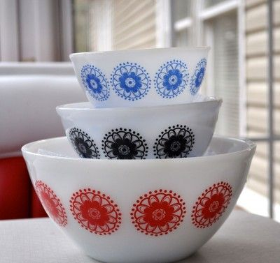 Amazing photos of Vintage PYREX bowls!! Confessions of a Pyrex Hoarder Part 1: Why and How to Display