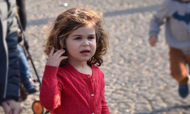 La bonne façon de demander à son enfant d'être sage, de se calmer, de faire…