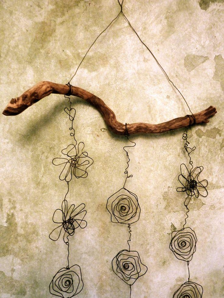Guirlande de fleurs décorative en fil de fer recuit : Décorations murales par zelie-shop
