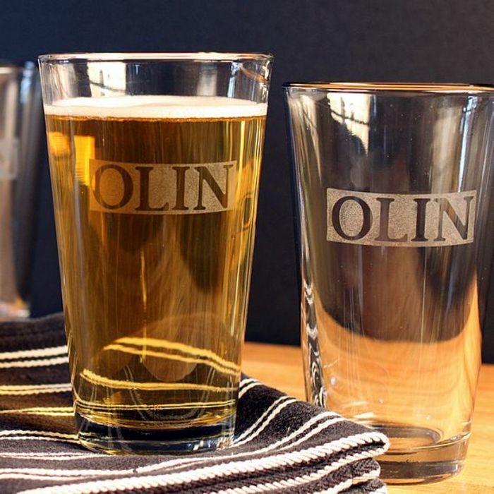 Glas gravieren - Wollen Sie Glas gravieren lassen? Wissen Sie, es gibt auch Methoden und Werkzeuge, mit welchen Sie das Gravieren selber machen können? Wir