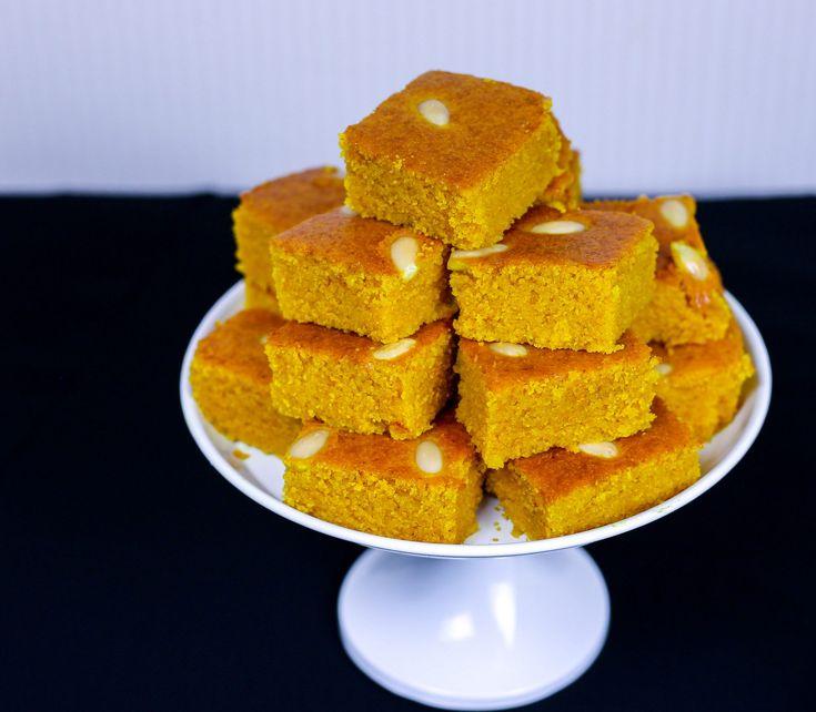 Sfouf är en gyllengul, libanesisk mannagrynskaka smaksatt medgurkmeja. En mycket omtyckt klassiker i Mellanöstern som gärna serveras med en kopp kaffe eller te. Kakanär enkel att baka, alla ingredienser ska bara röras om i en bunke. Den bakas utan ägg eller smör och om man vill göra kakan vegansk funkar det alldeles utmärkt att ha soja- eller havremjölk som vätska i smeten. Sfouf smakar bäst när den har fått stå ett tag innan den skärs upp, därför passar det perfekt att förbereda kakan i…