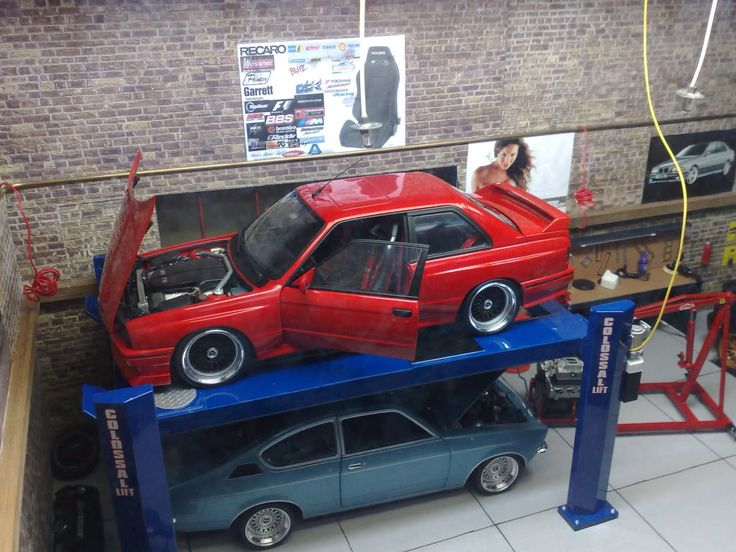 Scale model garage - an M3 with a V10 motor swap