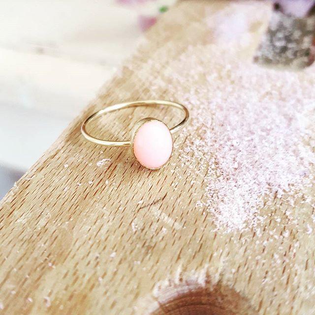 Pink Opal, purple dust. Monday magic ☄  #goldfilled #zoealexandria #bohemejewels #pinkopal #jewellerymaker #gemstone #prettythings #ring