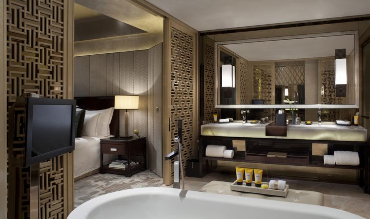Gay holidays in upper class – Hong Kong getaway. Amazing bathroom to relax in the suite of The Ritz Carlton Hong Kong. Keep on reading at www.gaytraveladvice.com