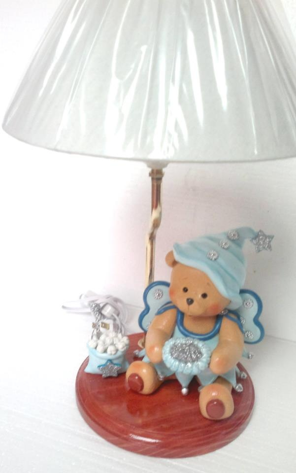 Lampara osito duende de las muelas modelado en porcelana fria.
