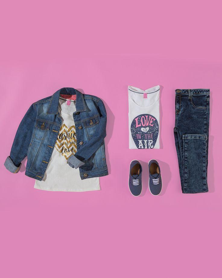 T-shirt $99 c/u, Jeans (consultar precio en tienda), Tenis (consultar precio en tienda), Chamarra (consultar precio en tienda)
