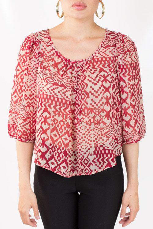 Blusa estampada, floja de manga tres cuartos y perfecta para que luzcas un look desenfadado.