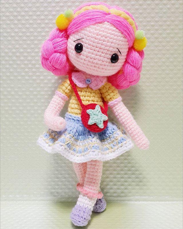 💖Amber💖 완성^-^ 큰건 역시 오래걸려 ㅡㅅㅡ 근데 헤어스탈땜에 대두댓네 ㅋㅋ 대두엠버😂 . . . . #crochet#amigurumi#뜨개질#haken#wool#craft#yarn#코바늘#ganchillo#handcraft#pattern#madebyme#adorable#custom#취미#crochetdoll#코바늘인형#인형#amber#핸드메이드#instacrochet#crocheting#amigurumidoll#crocheted#あみぐるみ