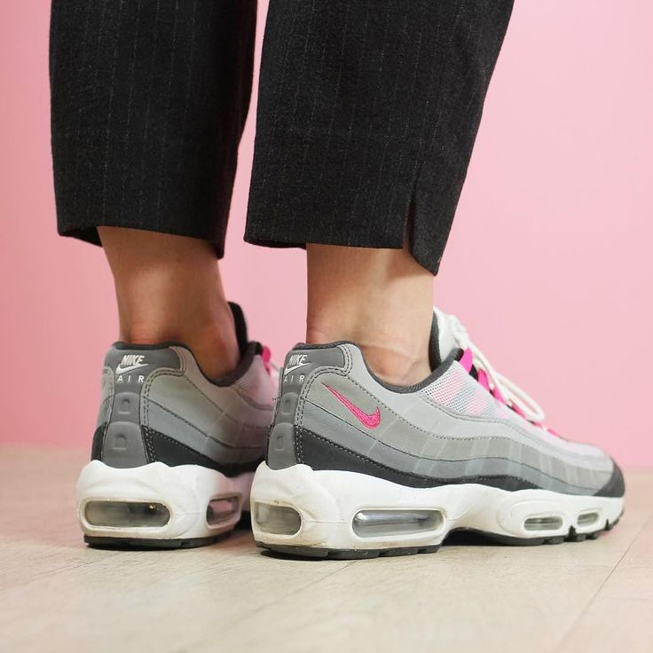 Sneakers femme - Nike Air Max 95 ID (©dinuxx - by@laguezz)
