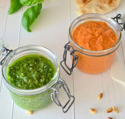 Een lekker en simpel recept voor rode pesto met zongedroogde tomaten en gegrilde paprika.