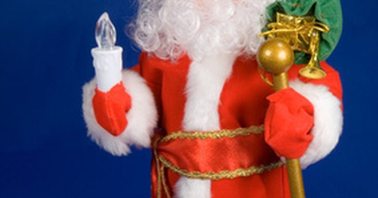 Cómo hacer armazones para muñecos Papá Noel. Los muñecos Papá Noel lucen más vívidos y realistas cuando los retiras de su caja y los colocas sobre una mesa o mantel. Un armazón convierte a un Papá Noel común en un muñeco que puede adoptar poses, al darle un apoyo similar a una columna vertebral o estructura ósea. Crea muñecos que puedan sostenerse solos, en poses interesantes, con armazones ...
