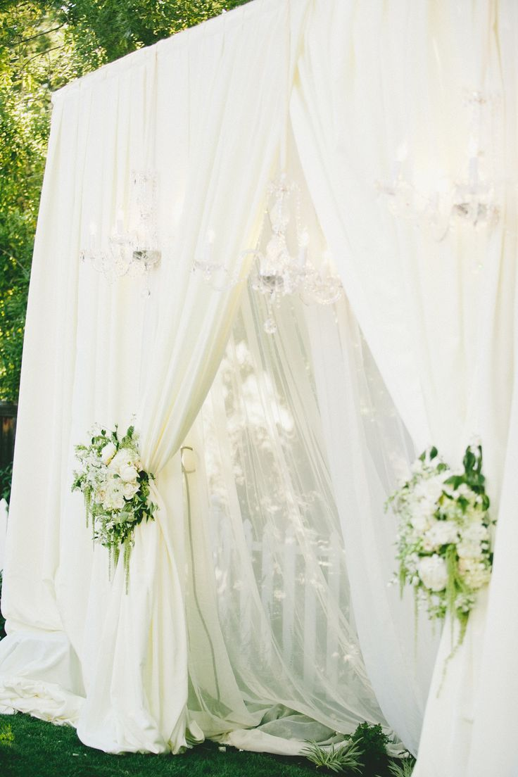 stunning ceremony draping   Photography: onelove photography - onelove-photo.com