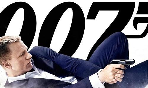 """Новият филм за Джеймс Бонд """"007 Координати: Скайфол"""" стана първият от поредицата, който преминава бариерата от 1 млрд. долара в световния боксофис."""