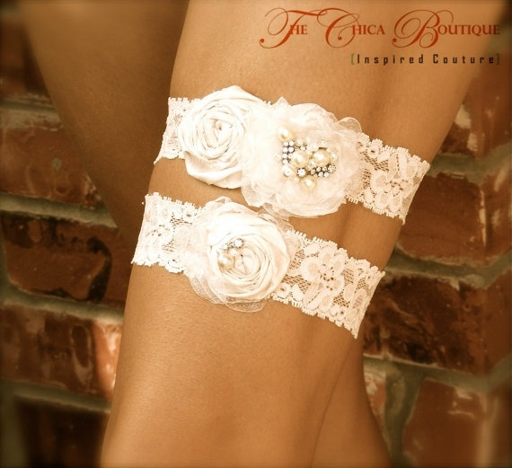 Pretty Flower Garter.. I think @Mikala Blossom could make these(: