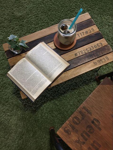 ダイソーの「積み重ね収納棚」を土台に、すのこ2枚を天板にして 使えるすのこミニテーブルを作りました。 工具不要、結束バンドと木工用ボンドのみで仕上げました。