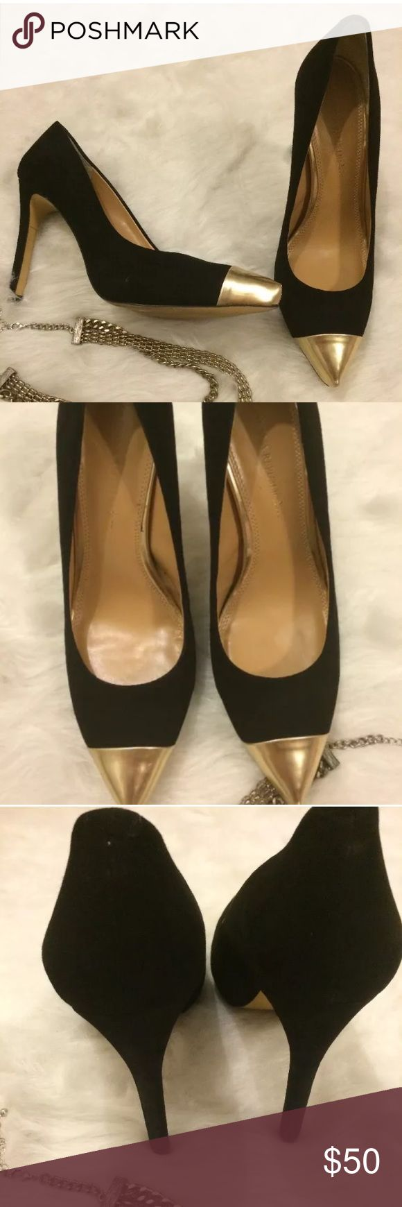 BANANA REPUBLIC Heels Womens, Sz 9 Gold Cap Beautiful Banana Republic suede heels with gold toe, Great for the holiday party. Overall very good condition there is one small scuff on the side of shoe where suede has come up . Minimal not noticeable when wearing .                    Make me a offer 🙂 Banana Republic Shoes Heels
