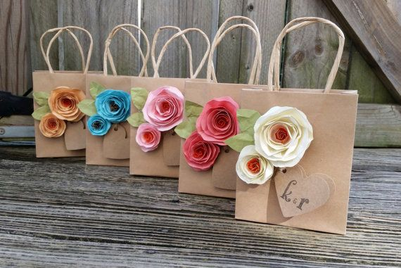 This listing is for ONE gift bag as shown. These adorable gift bags are perfect for any occasion! They measure 5.5 x 4.5, 8 x 10, or wine bags. You can select the desired size at checkout. They are made from high quality heavy paper gift bags, and heavy textured shabby chic cadre stock roses. Each bag has two roses, two green leaves and a 2 heart tag that can personalized with your initials. These bags are great for bridal party gifts, bridal and baby showers, or dinner parties, and look…