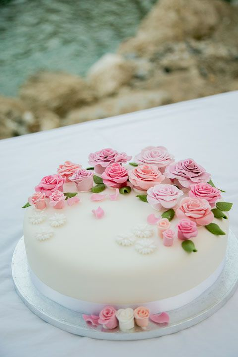 pretty flowers for a beachfront wedding cake