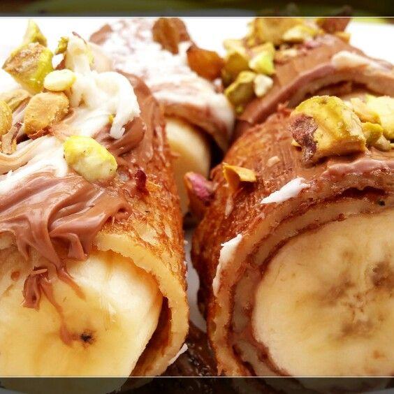 "Buna dimineata! ""O cafeluta, o biscuite?"":))) Hai mai bine ..banana sushi sa fie! vezi reteta pe emmazeicescu.ro #dulceturidecomarnic #bunsisimplu #emmazeicescuro"
