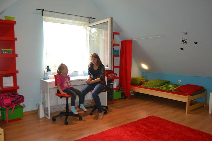 Jest biurko, są krzesełka, łóżka i wszystko co Arkadia 14 lat i Aurelia 7 lat potrzebują do szczęścia :)