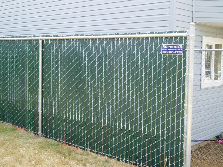 Green slatted chain link fence slats add privacy to your for Green privacy fence ideas