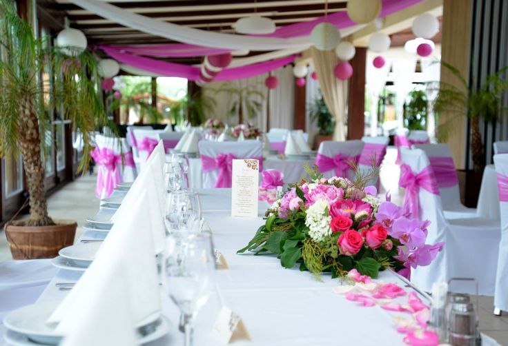 Table and ball room decoration with lampion pink and white