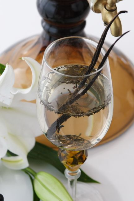 Happy Friday! This week we wanted to share our Vanilla Bean #SpaWater which makes an excellent soda alternative. You can even jazz-up this flavorful beverage with some of your favorite seasonal fruits! Please visit our Spa Water Blog for this tasty recipe: