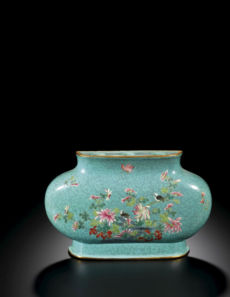 A FAMILLE-ROSE TURQUOISE MATRIX-GROUND OVAL-SHAPED WALL VASE<br>