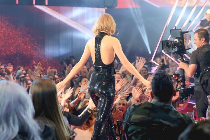 Taylor Swift – iHeartradio Music Awards in Los Angeles : Global Celebrtities (F) FunFunky.com