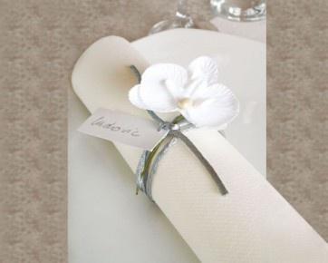 Bellissima orchidea per il fai da te che misura 5 x 10cm. Potete utilizzarla per decorare i vostri sacchetti portaconfetti o anche come un elegante segnaposto abbinandoci un bigliettino personalizzato.  http://www.mybomboniere.it/matrimonio/bomboniere-per-tema/shabby-chic/orchidea-bianca.html Il prezzo si riferisce ad una singola orchidea. Confezionate in bustine da 6 pezzi. Minimo d'ordine 24 pezzi.