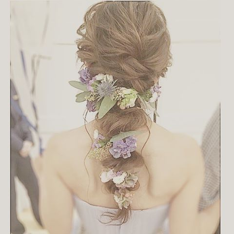 *** . お色直しスタイル。 .  スモーキーなお花はたっぷりつけても . 違和感なく素敵♡ . #結婚式#wedding#花嫁#bridal#スタイリスト#メゾンドブランシュ#ヘアアレンジ#ヘアスタイル#ヘアメイク#結婚式髪型#花嫁髪型#プレ花嫁#卒花#卒花嫁#ドレス試着#ウェディング#美容師#美容室#ゆるふわ#無造作ヘア#花嫁ヘア#花嫁ヘアアレンジ#骨格診断#カラー診断