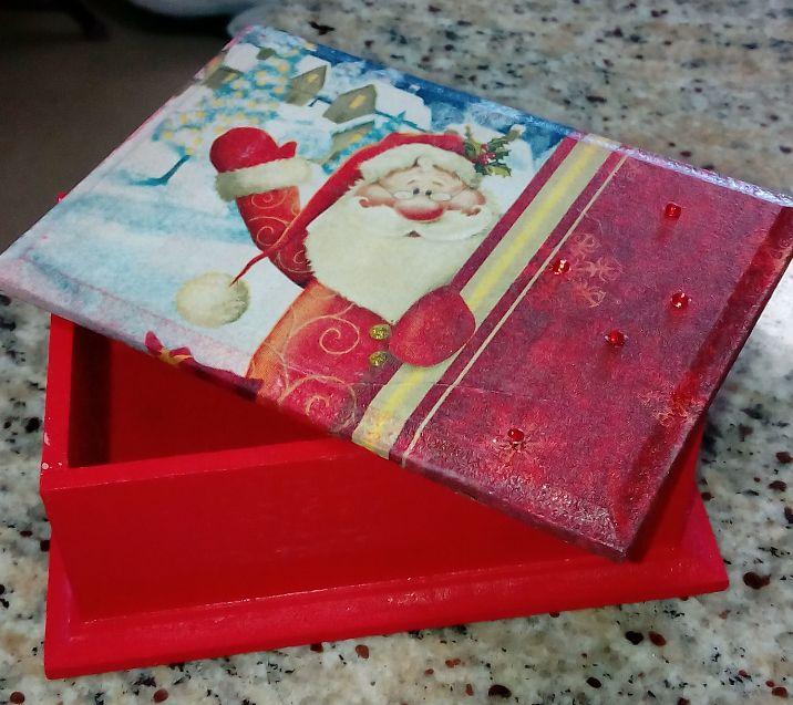 caja navideña en decoupage