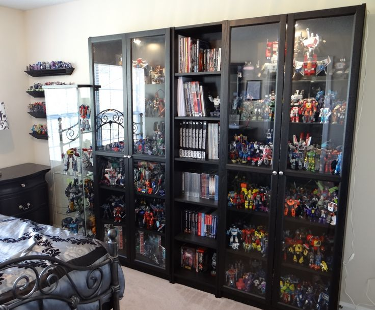 25 best ideas about action figure display on pinterest avengers boys rooms superhero room - Comic book display shelves ...