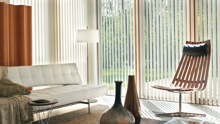 Verticale jaloezieën: Elegante eenvoud voor grote ramen.