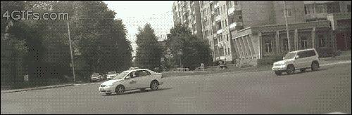 Se salvó de milagro { GIF } #asombroso #coches #increible