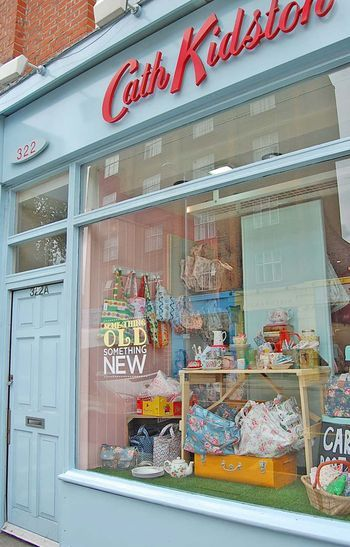 I never even knew that I wanted to visit a Cath Kidston store until my friend introduced me.  I now officially have a bit of an obsession <3