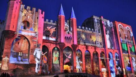 Avignon s'habille de lumière ! spectacle son et lumière sur la façade du Palais des Papes - Site Officiel de L'Office de Tourisme de la vill...