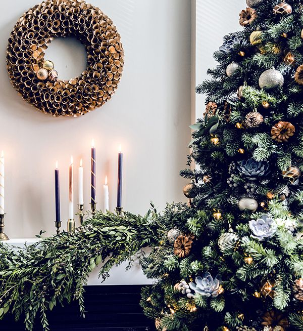 create a neutral and monochromatic color palette to let the tree itself really shine