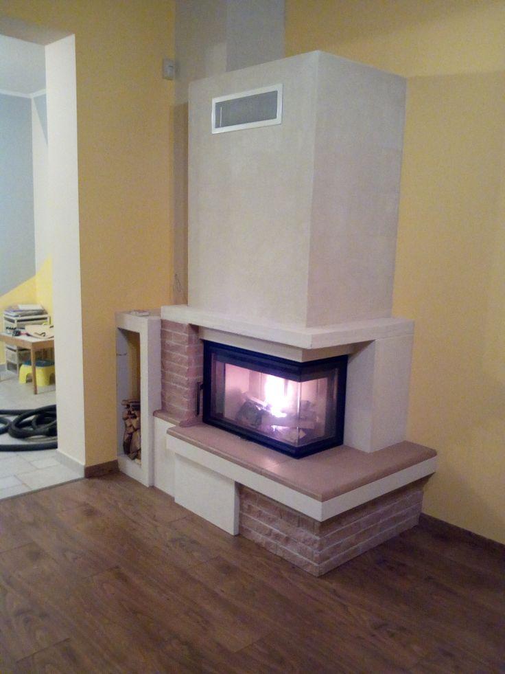modern kőkandalló L alakú tűztérrel