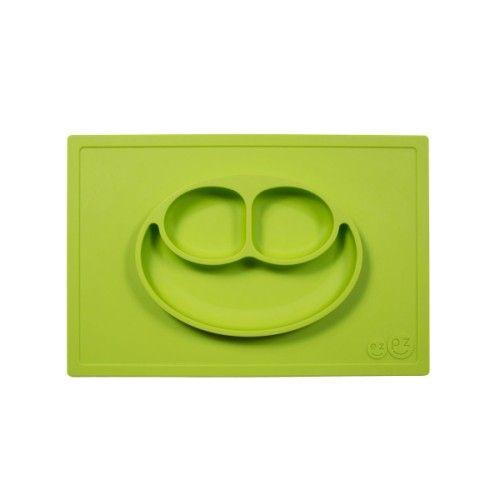 Le Happy Mat de EZ PZ est un set de table et une assiette tout-en-un en silicone de grande qualité. Cette matière lui permet d'adhérer à la table et de devenir impossible à déplacer par des petites mains. Hygiénique, le Happy Mat est facile à nettoyer et passe au lave-vaisselle. Avec sa hauteur de 3 cm, le bol peut contenir différents types d'aliments, comme des pâtes, de la purée, des céréales ou des fruits. Sa taille lui permet son utilisation sur la plupart des plateaux de chaises…