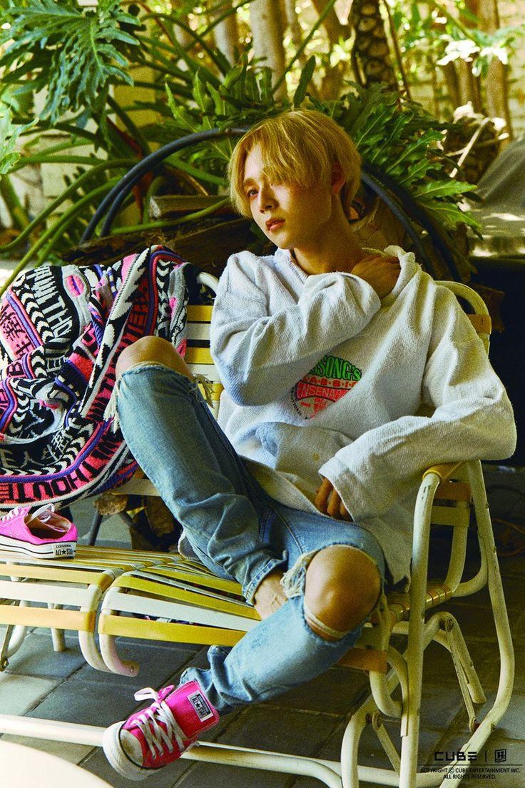 "E'Dawn no photoshoot do 1st Mini álbum ""199X"" do TRIPLE H"