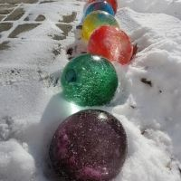 Fill water balloons and add food coloring, when frozen tear off balloon and they look like giant marbles or glass balls for decoration at Christmas