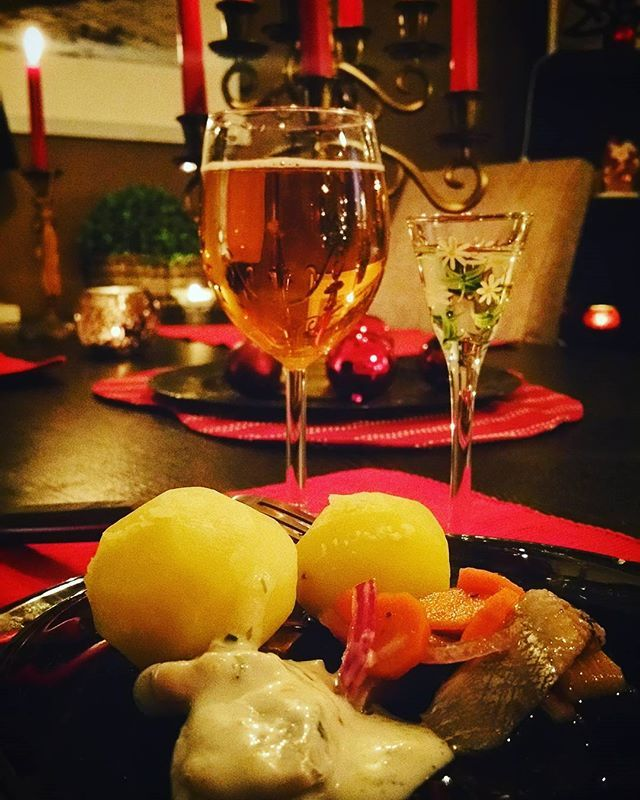 Merry christmas day! 🎄 #christmas #merrychristmas #swedishchristmasfood #pilsner #sill #nubbe #potatis #godjul #juldagen