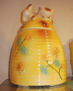 17 best images about cookie jars on pinterest vintage twins ohio and cookie jars - Beehive cookie jar ...