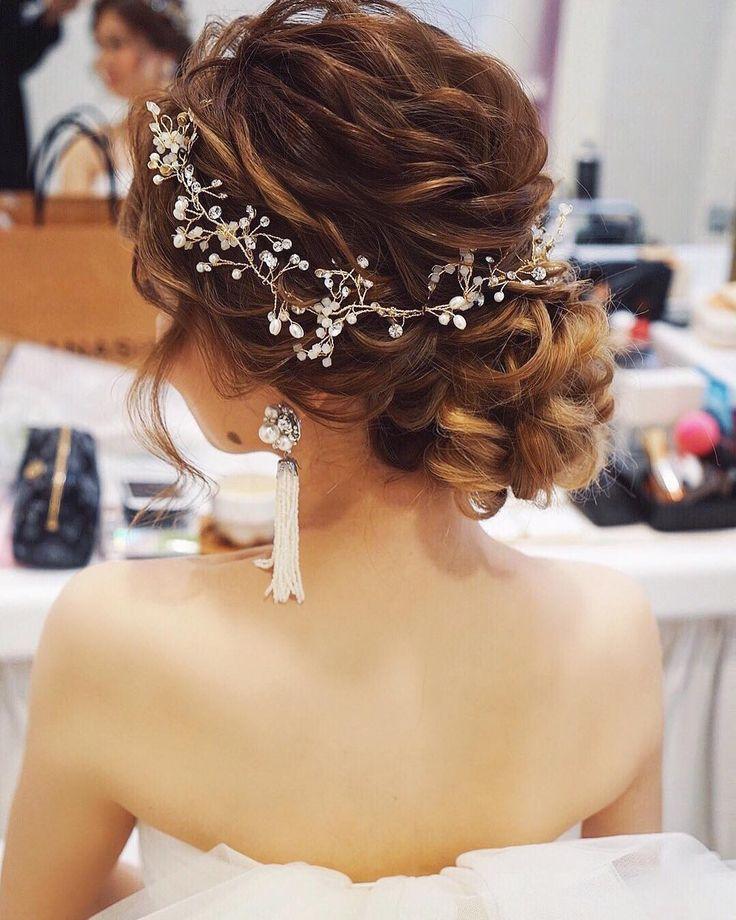 weddinghair #ウェディングヘア #updo #シニヨン #小枝アクセサリー #ゆるふわ #wedding #hairstyles #ウェディング #ヘアスタイル #hair/yuudai ✴︎1スタイル目は低めシニヨンに小枝のアクセサリーをつけました✨ うねるような質感のシニヨンに