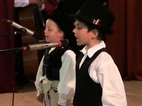 Ez a két kis székely legény úgy énekel, hogy a szíved belesajdul! | Filantropikum.com