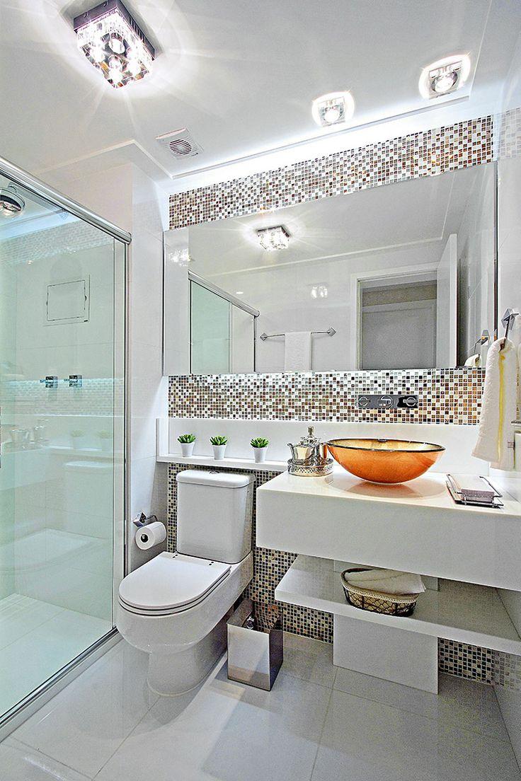 Banheiros claros modernos