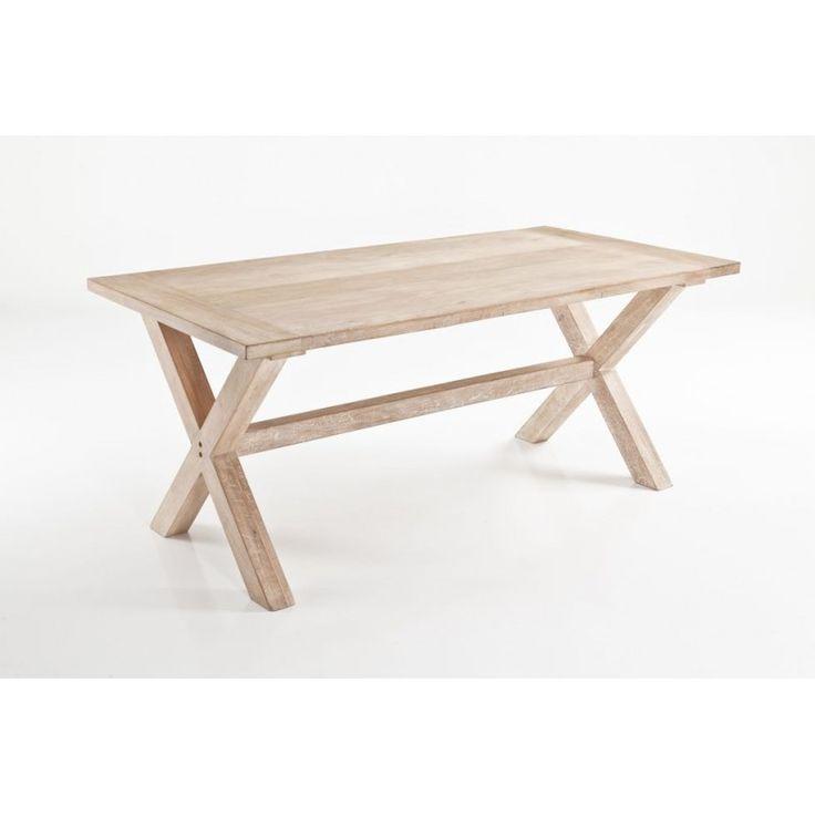 Tavolo in legno massello adatto alla vita all'aria aperta all'insegna del relax e immersi nella natura. Per momenti da vivere in compagnia in autentico stile, è Avignone di Tomasucci.