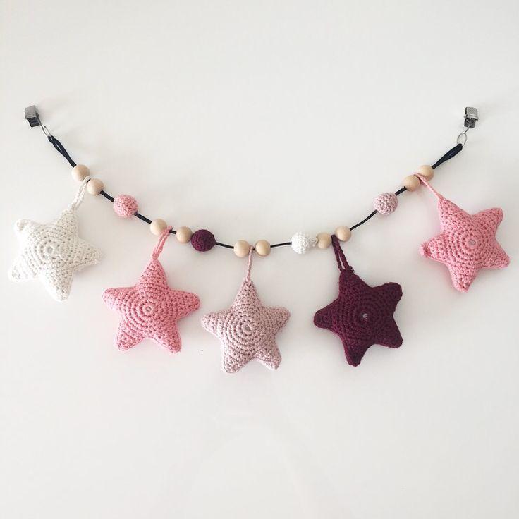 Barnevognskæde med stjerner og træperler ⭐️ #crochet #crocheting #hækling #hæklet #legetøj